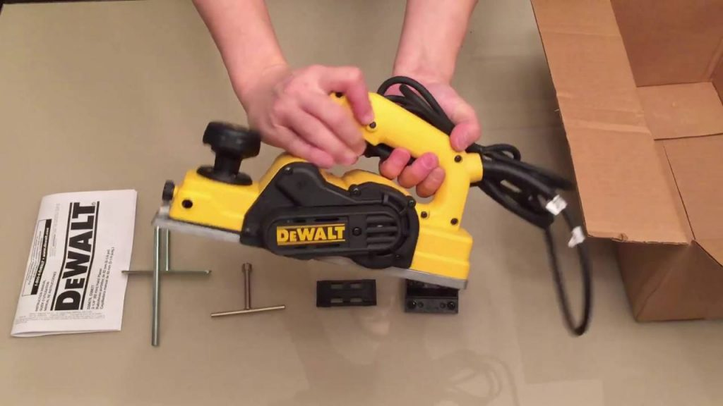 How to Use a Dewalt Hand Planer