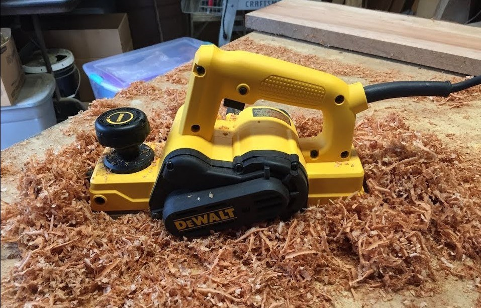 How to Change the Blades on a Dewalt Hand Planer