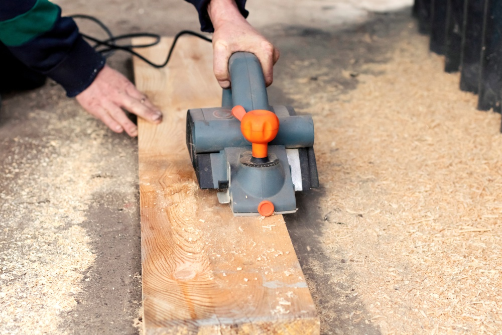 How to Plane Wide Boards with an Electric Hand Planer
