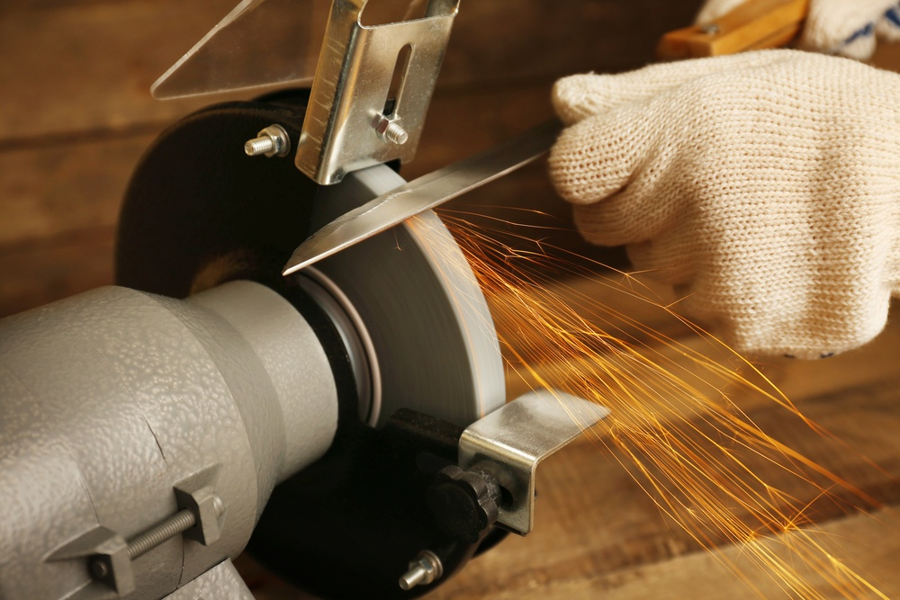 How to Use a Bench Grinder to Sharpen Knives