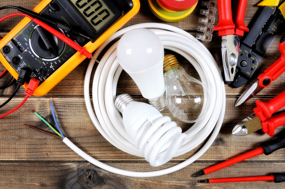 How to Check Fluorescent Bulbs With a Multimeter