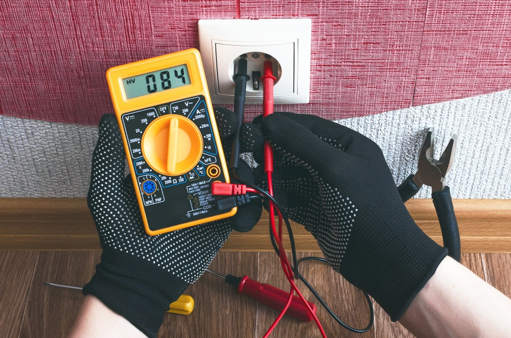 How to Use a Multimeter on an Outlet