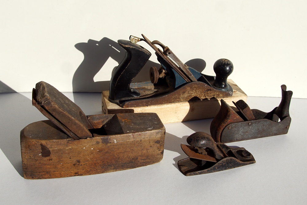 Block Plane Vs. Bench Plane: What Does Each Hand Plane Do?