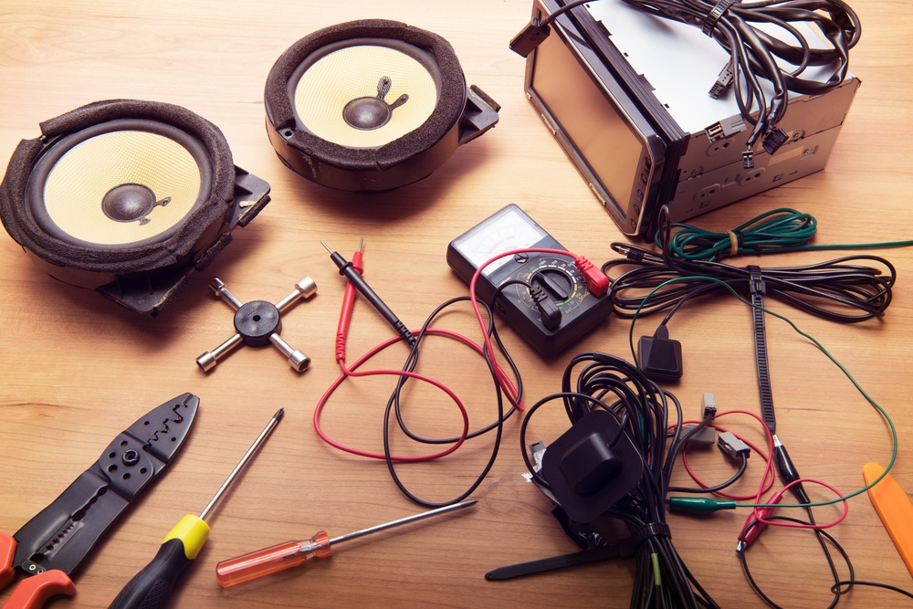 How to Test Positive and Negative Speaker Wires with a Multimeter